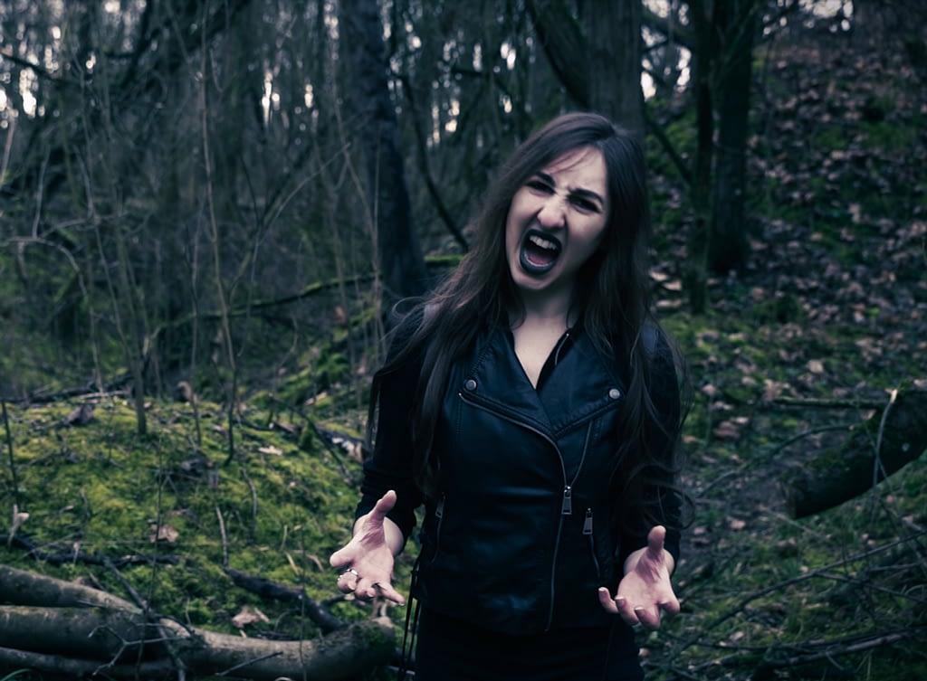 Sängerin Anika von Virocracy