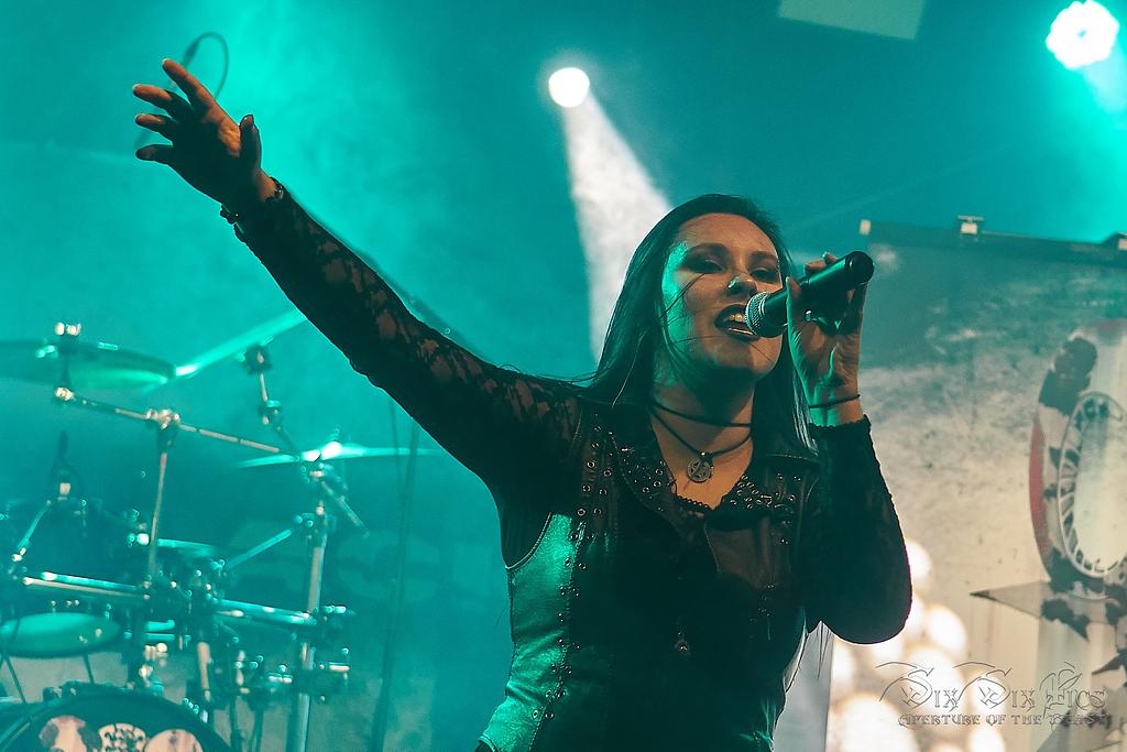 Sängerin Steffi von Mission in Black